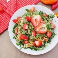 Quinoasalat mit Erdbeeren
