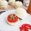 Brötchenmuffins mit veganem Aufstrich