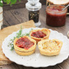 Mini-Zwiebel-Quiches mit Chutney