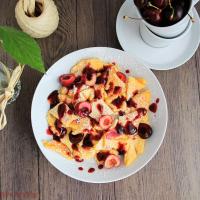Klassischer Kaiserschmarrn mit frischem Obst