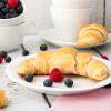 Gefüllte Frühstückshörnchen aus Joghurt-Hefe-Teig
