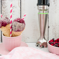 Cookies & Cream Eis mit Beerenswirl