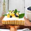 Sommerliche Kokos-Mango-Tarte mit Minze