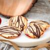 Kirsch-Marzipan-Plätzchen mit Schokolade