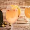 Cocktail für Silvester mit Orange und Granatapfel