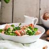 Herzhafter Salat mit Speck und Champignons