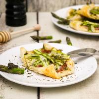 Spargeltartelettes aus Blätterteig mit Ziegenfrischkäse