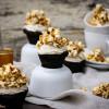 Espresso-Cupcakes mit knusprigem Karamell-Popcorn