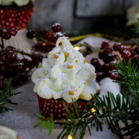 Weihnachtsbaum-Cupcakes mit Baiser-Tannenbaum