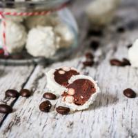 Weiße Schoko-Kaffee-Pralinen zum Verschenken