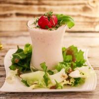 Radieschenmousse an Salat
