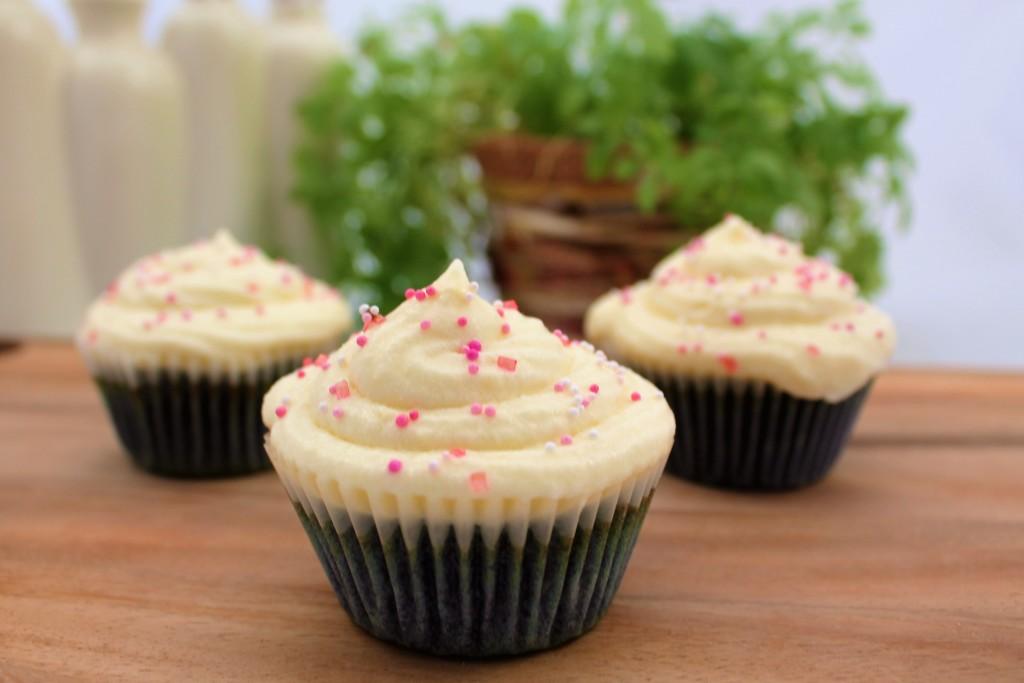 Lavendel-Honig-Cupcakes - www.candbwithandrea.com - Rezept