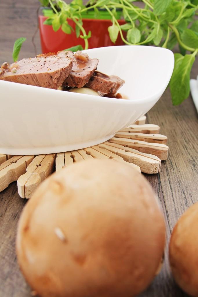 Knusprige Entenbrust an Pilzravioli, Rotweinjus und knackigen Möhrchen - www.candbwithandrea.com - Rezept 1