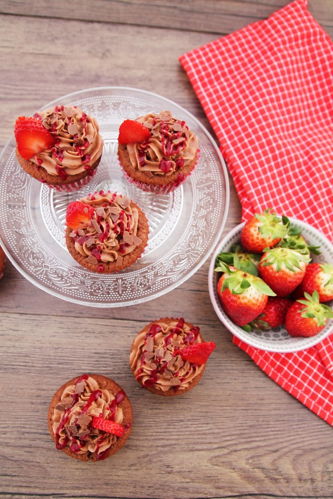 Nutella Erdbeer Cupcakes - Frühling - www.candbwithandrea.com - Rezept-min