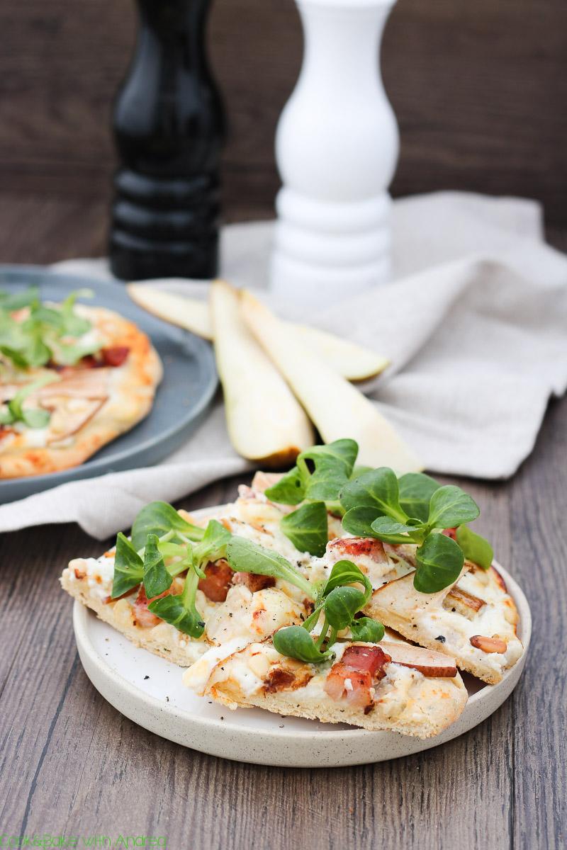 cb-with-andrea-pizza-mit-ziegenkaese-birnen-und-speck-rezept-www-candbwithandrea-com3