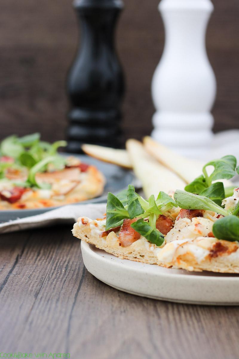 cb-with-andrea-pizza-mit-ziegenkaese-birnen-und-speck-rezept-www-candbwithandrea-com