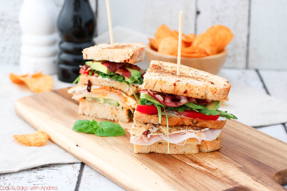 Klassisches Club Sandwich mit Chips - C&B with Andrea