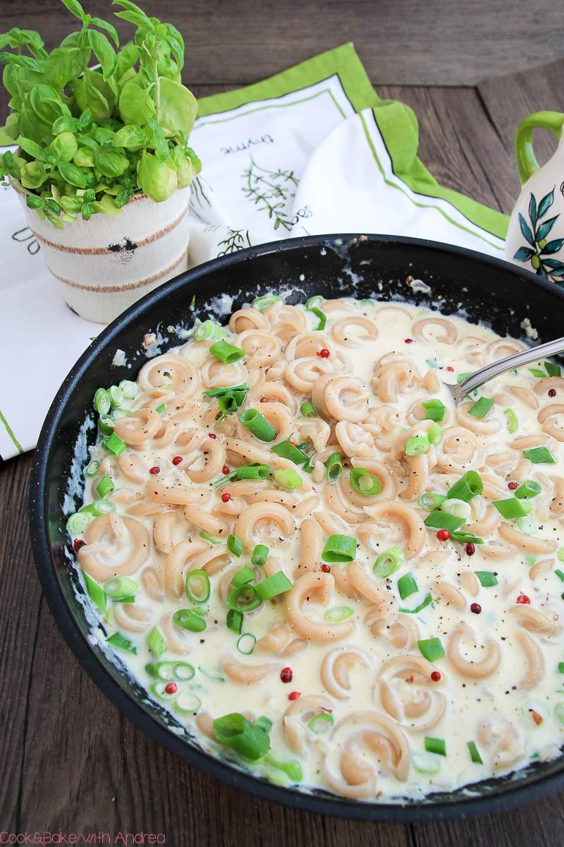 C&B with Andrea - Pasta mit Knoblauch-Käse-Sauce Rezept - Frühling - www.candbwithandrea.com1