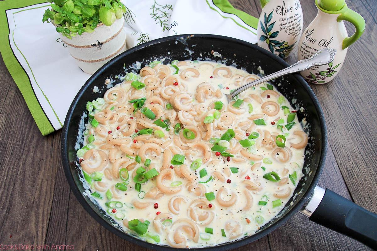 C&B with Andrea - Pasta mit Knoblauch-Käse-Sauce Rezept - Frühling - www.candbwithandrea.com2