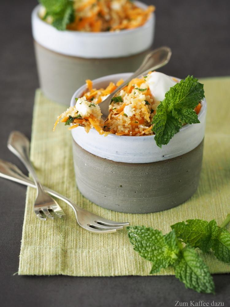 Im Sommer gibt es doch nichts Besseres als einen erfrischenden Salat. Dieser Couscous-Salat von Steffi von Zum Kaffee dazu hat mir diese tolle Rezept mit Feta und Minze mitgebracht! Das Rezept gibt´s auf Cook and Bake with Andrea.