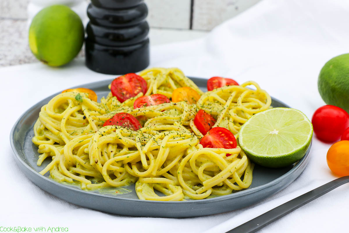 pasta mit avocado limetten sauce c b with andrea. Black Bedroom Furniture Sets. Home Design Ideas