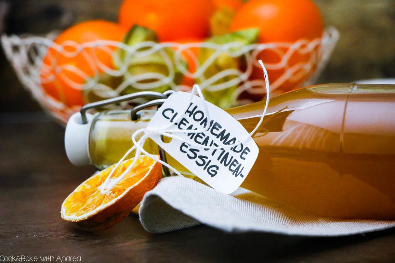 Egal zu welchem Anlass: Weihnachten, Geburtstag, Valentinstag oder anderen Anlässen. Geschenke aus der Küche sind ein Muss für jeden Hobbykoch. Zur Konservierung von Zitrusfrüchte habe ich deswegen Mandarinen-Essig einfach selber gemacht. Das Rezept findet ihr auf dem Blog von www.candbwithandrea.com #mandarine #clementine #essig #geschenkausderküche #selbstgemacht #diy
