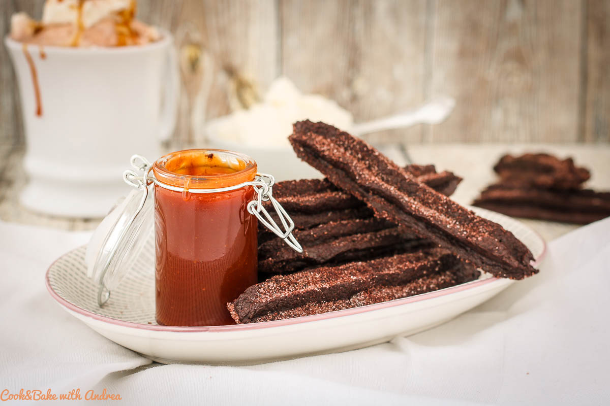 Schokoladige Churros mit Salzkaramell-Dip