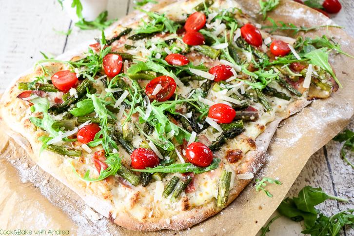 Frühlingspizza mit grünem Spargel - C&B with Andrea