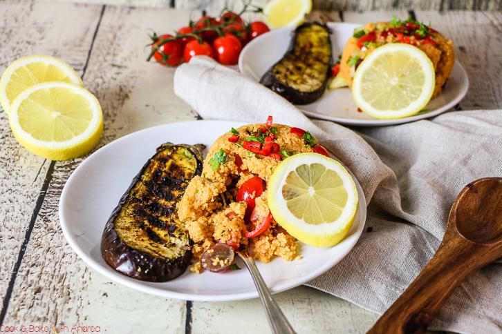 Letzte Woche mediterran, heute ein Abstecher in den Orient: Mein Couscoussalat mit Aubergine lässt euch beim Grillen vom Urlaub in Fernost träumen. Das Rezept für den sommerlichen Grillsalat findet ihr bei Cook and Bake with Andrea.