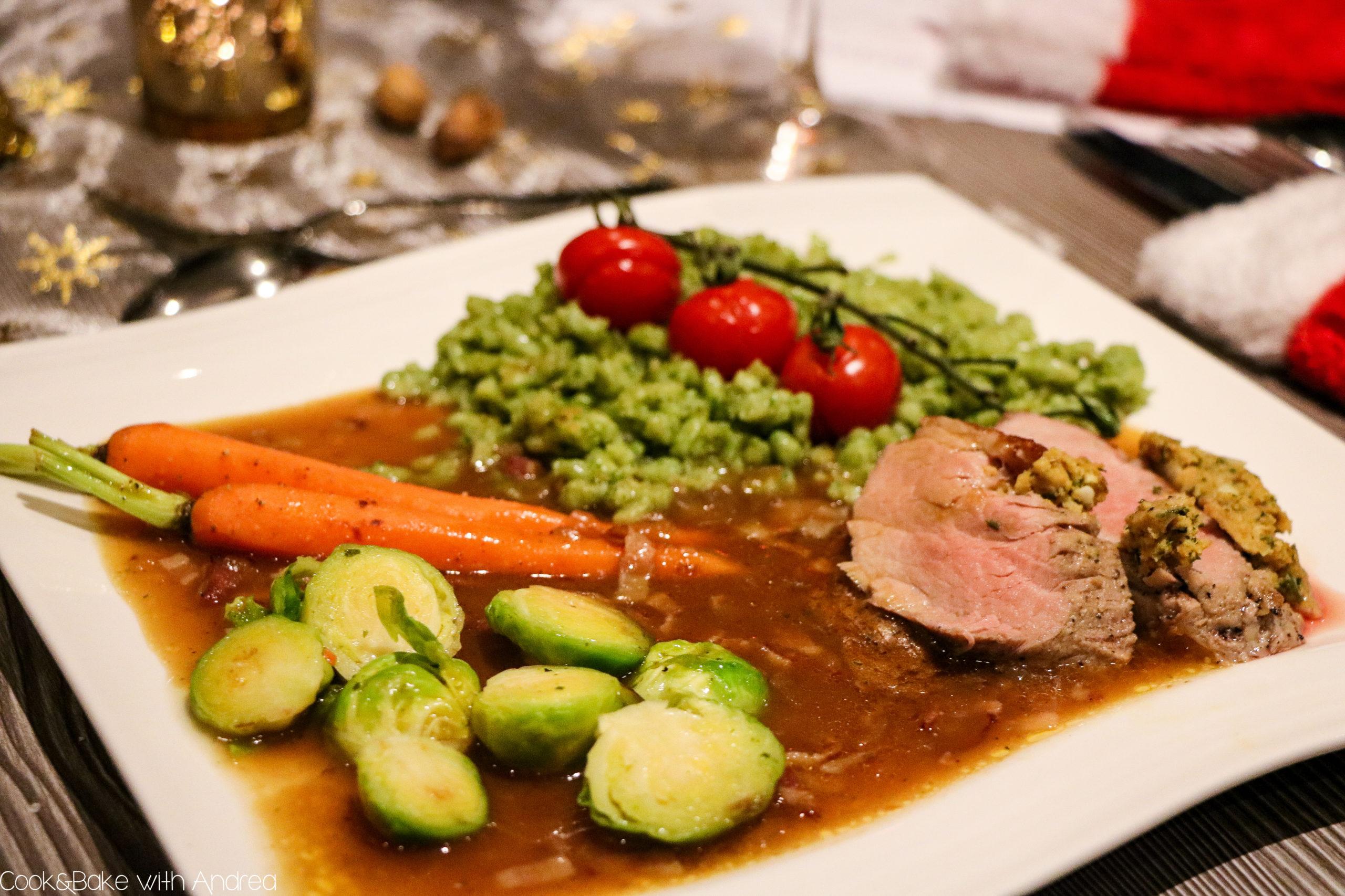 Es ist bald so weit! Weihnachten steht vor der Tür. Wer mich kennt, weiß, dass es seit inzwischen 10 Jahren ein Mehrgängemenü an Heiligabend gibt, das ich für meine Familie und mich zubereite. Vor drei Jahren gab es als Hauptgang Schweinefilet im Kräutermantel mit Spinatspätzle. Das Rezept findet ihr auf dem Foodblog von Cook and Bake with Andrea.
